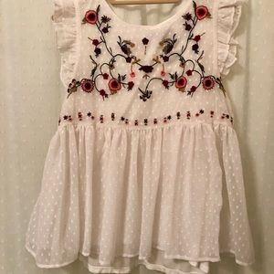 Tops - Floral embroider blouse.